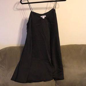 Dresses & Skirts - Flowy black dress cute with a belt